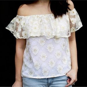 T&J Designs Tops - New White Lace Off Shoulder With Gold Etch…
